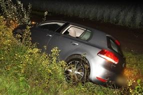 Dronken man misdraagt zich, zet bestuurster uit auto en belandt in greppel