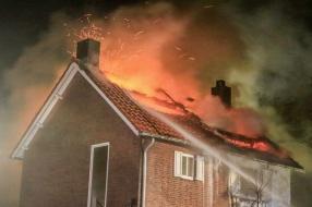 Felle brand verwoest bovenverdieping huis in Boekel