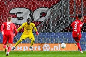 PSV gooit eigen glazen in op bezoek bij FC Twente en verliest kostbare punten
