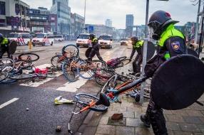 Zes maanden cel en 240 uur taakstraf voor aandeel avondklokrellen Eindhoven